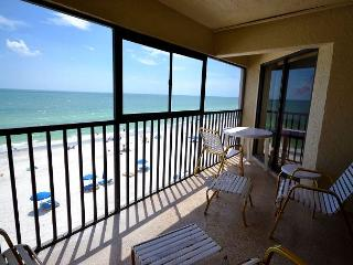 Arie Dam 402 - Nicely Renovated Gulf Front Condo with Balcony, Pool and Spa!, Madeira Beach