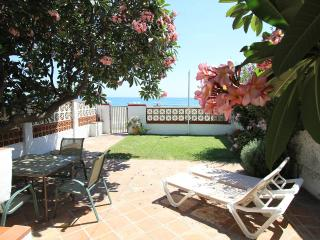 Lovely villa  for rent in front of the beach, Rincon de la Victoria