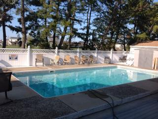 BRIGANTINE VILLA  private pool, adj golf course, Brigantine