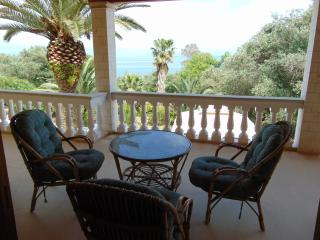Seaside, quiet luxury villa. 8 to 12 people, Moraitika