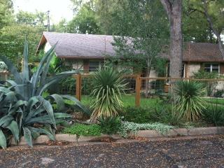 Charming 2 Rm Suite in Barton Hills, Austin