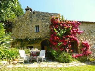 Charming Stone Cottage - Lovely Garden & Terrace, Cagnes-sur-Mer