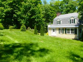 Enchanted Cottage on Babbling Brook, Tyringham