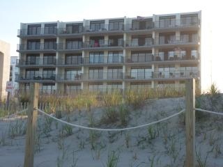 Nice Direct Oceanfront Condo, Ocean City