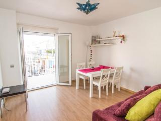 PURPLE ATTIC penthouse with terrace, AC and WiFi, Sitges