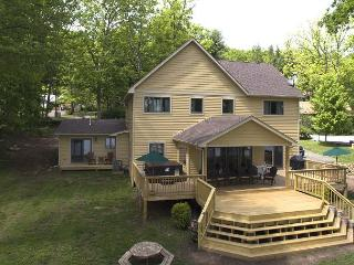 Phenomenal level lakefront home!, Swanton
