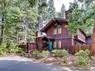 Gorgeous home with close lake access and private yard!, Tahoe City