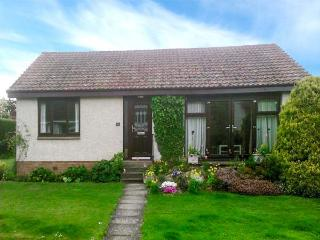 ISLA COTTAGE all ground floor, next to golf course, family-friendly in Blairgowrie Ref 923681