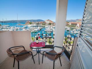 Rooms Nada - Twin Room with Balcony and Sea View 1, Tivat