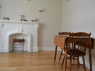 GREAT LOCATION- 2BR APT DOWNTOWN, Montreal