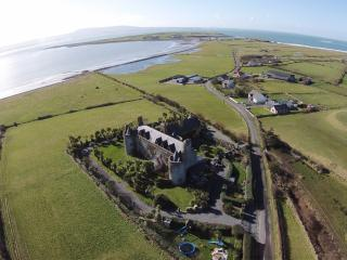 4 Star Castle Apartments by the Sea, Ballinfull