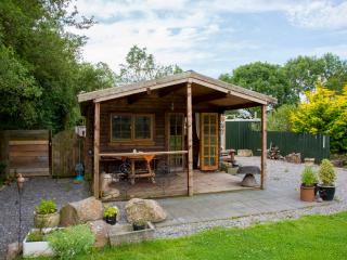Relaxing Cosy Glamping  cabin near Cheddar Gorge, Axbridge
