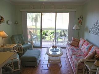 This cozy 1 bedroom condo is located at the Victorian on the Seawall., Galveston