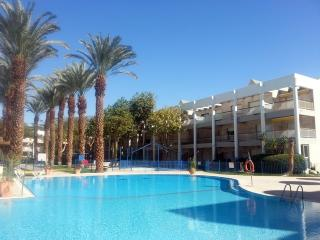 Two-Bedroom Apartment with Pool View., Eilat