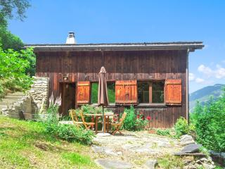 Splendid chalet near Mont Blanc with terrace and breathtaking views of the French Alps – sleeps 12, Saint-Nicolas-de-Veroce