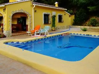 Cheerful villa in Orba, near Spain's Costa Blanca, with pool, air con and spectacular mountain views