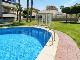 Bright and modern house in central Torrevieja with large, shared pool, 5min from La Mata beach