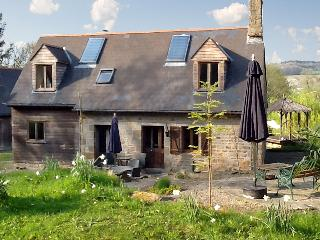 Enchanting country house in Saint-Pois, lower Normandy, with  terrace and WiFi, Lingeard