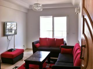 Stylish apartment by the Tunisian coast with air con, balcony and WiFi, near Las Vegas Beach, Sousse