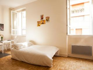 Cute & Bright 1BR by Eiffel Tower, Paris