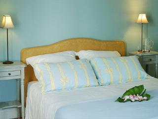 The Blue Room - with stunning views, Jurancon