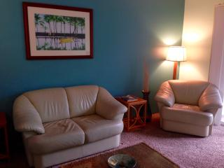 Great Location 2 bed/2bath Condo, Kailua-Kona