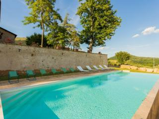 Peaceful Apartment in ancient umbrian palace, Cenerente