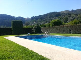 Cottage with swimming pool, Amares