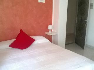 B&B Villa Hibiscus Apartment Tulipano with balcony, Giardini Naxos
