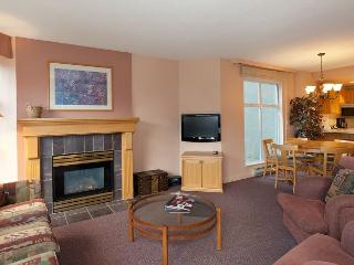 Woodrun Lodge 317 |  2 Bedroom Ski-in/Ski-Out Unit, Fireplace, Shared Hot Tub, Whistler