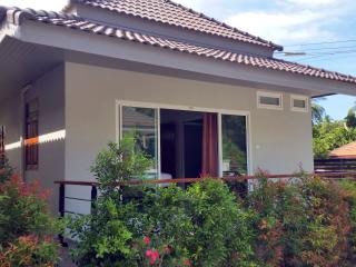 New Deluxe 1 Bedroom Tropical House, Surat Thani