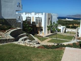 Luxury Mezzanine Apartment next to Amphitheatre, Makry-Gialos
