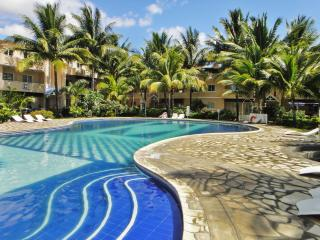 Apartment on Mauritius' scenic west coast, w/ pool and terrace – 250m from beach, dining & shops, Flic en Flac