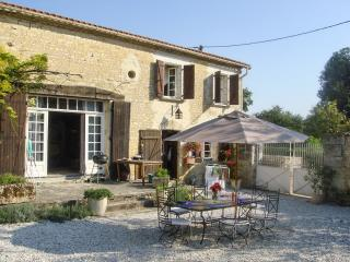 Enchanting stone farmhouse in the Charente Region w terrace, gardens, private pool – near Angoulême, Montignac Charente