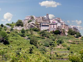 Gorgeous house in central Corsica w/terrace, sea- & mountain view, 10min from beach & 1h from Bastia, Canale-di-Verde