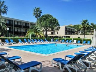 French Riviera apartment near Cannes w/ air con, pool, sports areas – minutes from Mandelieu beach, Mandelieu-la-Napoule