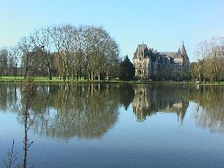 Chateau Sur le Lac holiday vacation large chateau rental france, loire valley, angers, pool, castle, short term long term chateau castle to, Angers