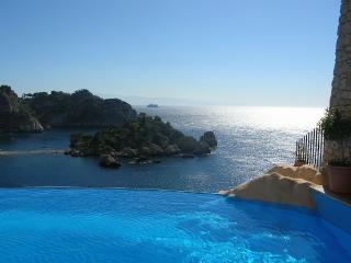 Villa Isola Bella Villa rental Sicily, Taormina villa rental with pool, seaside self catering rental Taromina
