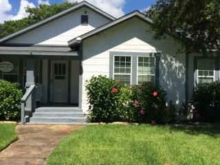 Wood Street Cottage in  Rockport TX