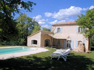 Typical Provence villa 8p, sheltered pool, Apt Vaucluse