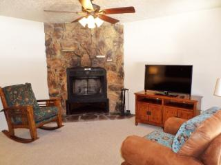 Valley Condos #117 - WiFi, Fireplace-Wood, Community Hot Tubs, Playground, Creek, Red River