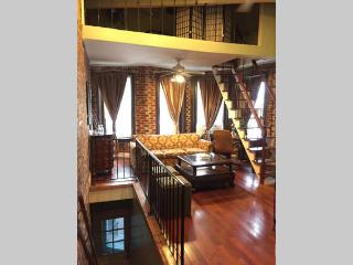 Lovely Row Home in Perfect Location+ Private Deck, Washington DC