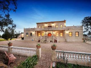 VILLA TUSCANY- MELBOURNE - AFFORDABLE LUXURY, Melbourne