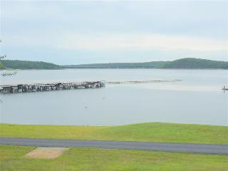ON THE WATER!  Welcome to Lake Norfork at Henderson Arkansas!  Spacious 4 bedroom 2 bath sleeps 12
