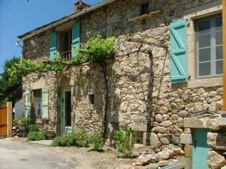 Large farmhouse with terrace and garden, Najac