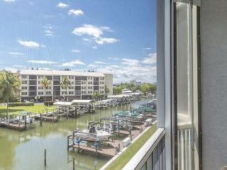 Royal Pelican 293, Canal View, Elevator, 2 Heated Pools, Fort Myers Beach