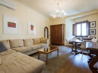 Lovely Tuscan Vacation Rental with 1 Bedroom, Florence