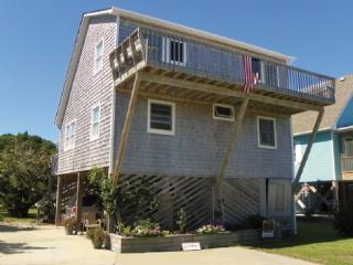 The Treehouse- A great home in Oyster Creek with open space, Ocracoke