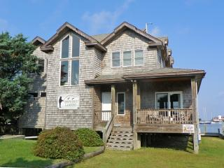 Spencer's Landing- Beautiful waterfront home with two master suites, Ocracoke