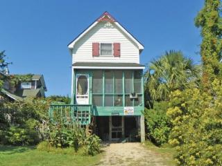 Charlotte's Daughter- Charming pet friendly  with modern conveniences, Ocracoke
